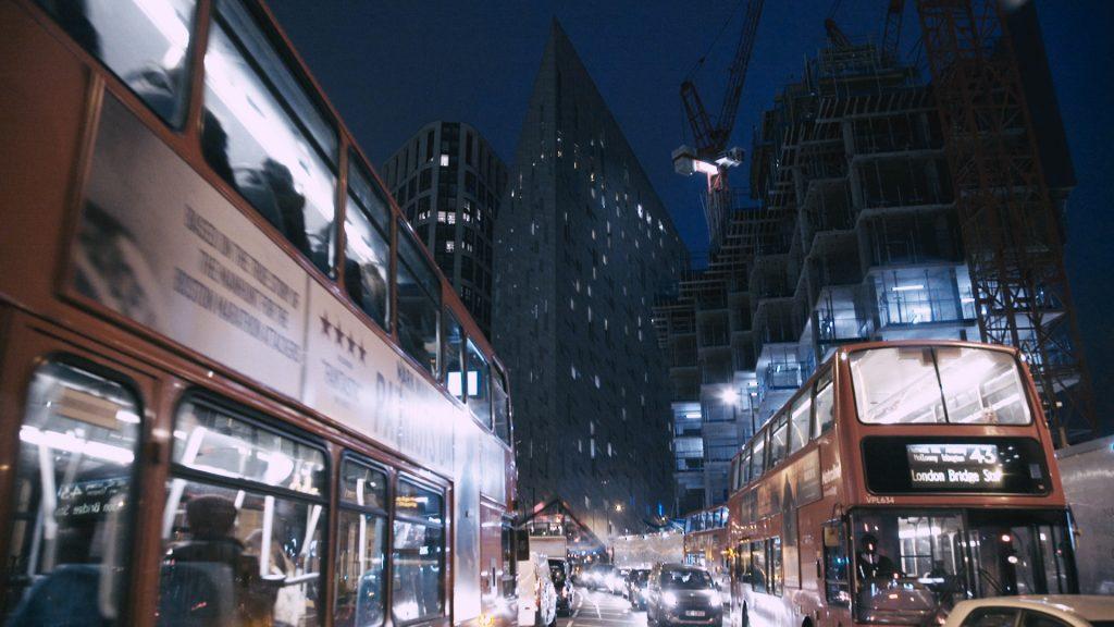 Näkymä öisestä Lontoosta