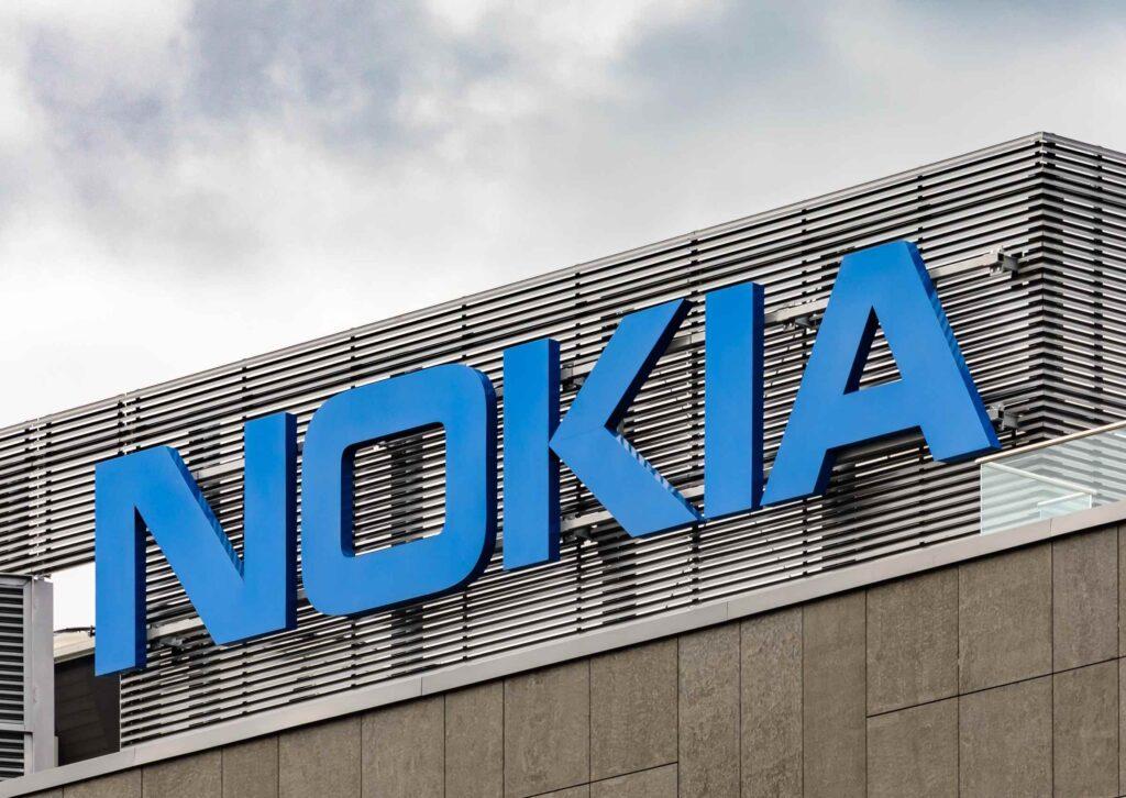 Nokian logo rakennuksen seinässä