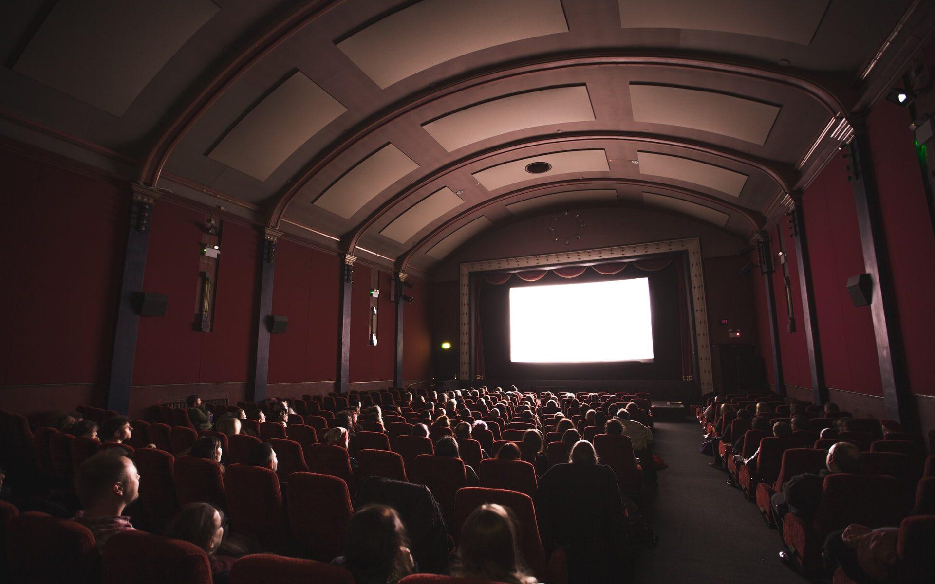 Yleisöä elokuvateatterissa