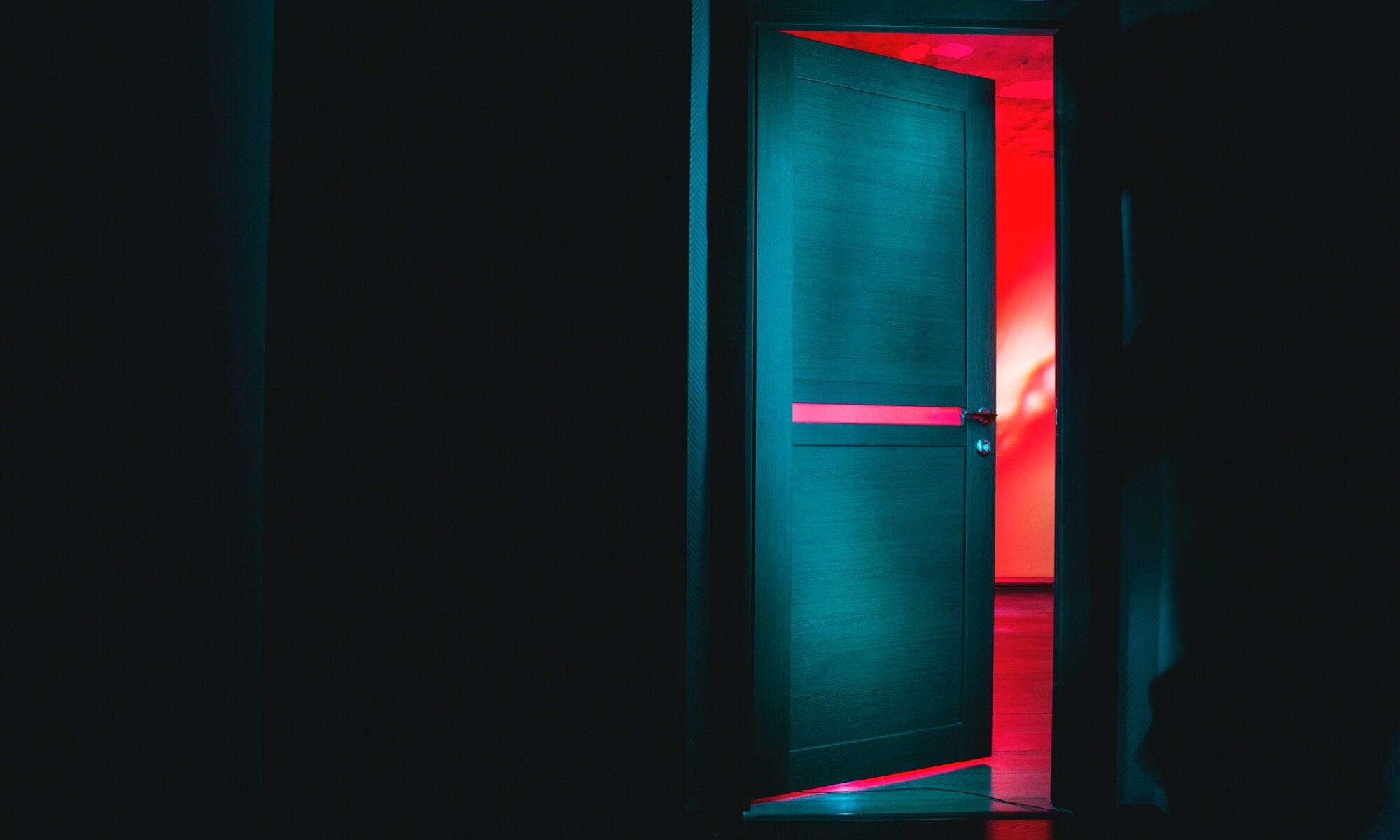 Ovi avautuu punaiseen valoon