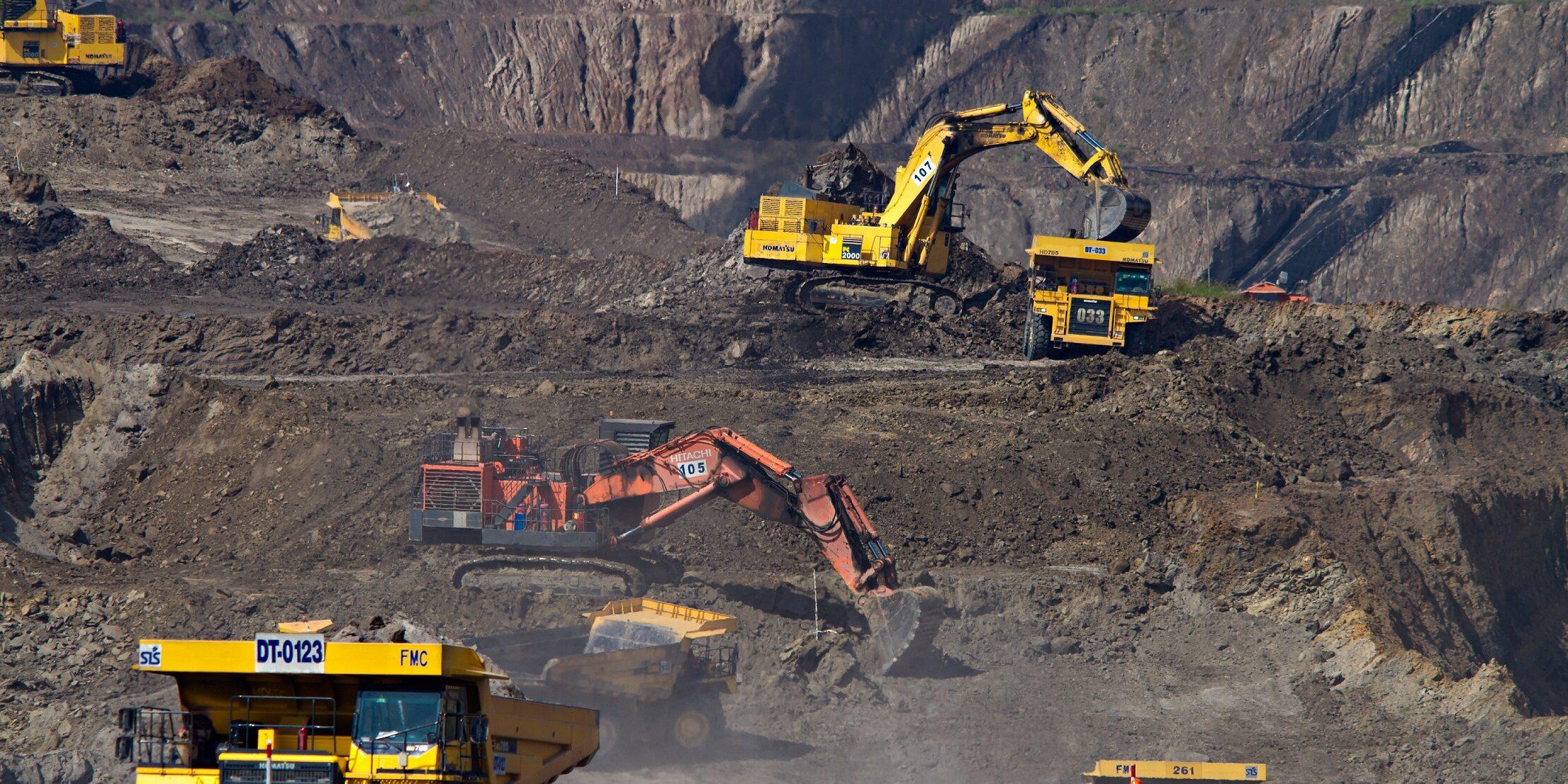 Työkoneita kaivoksella