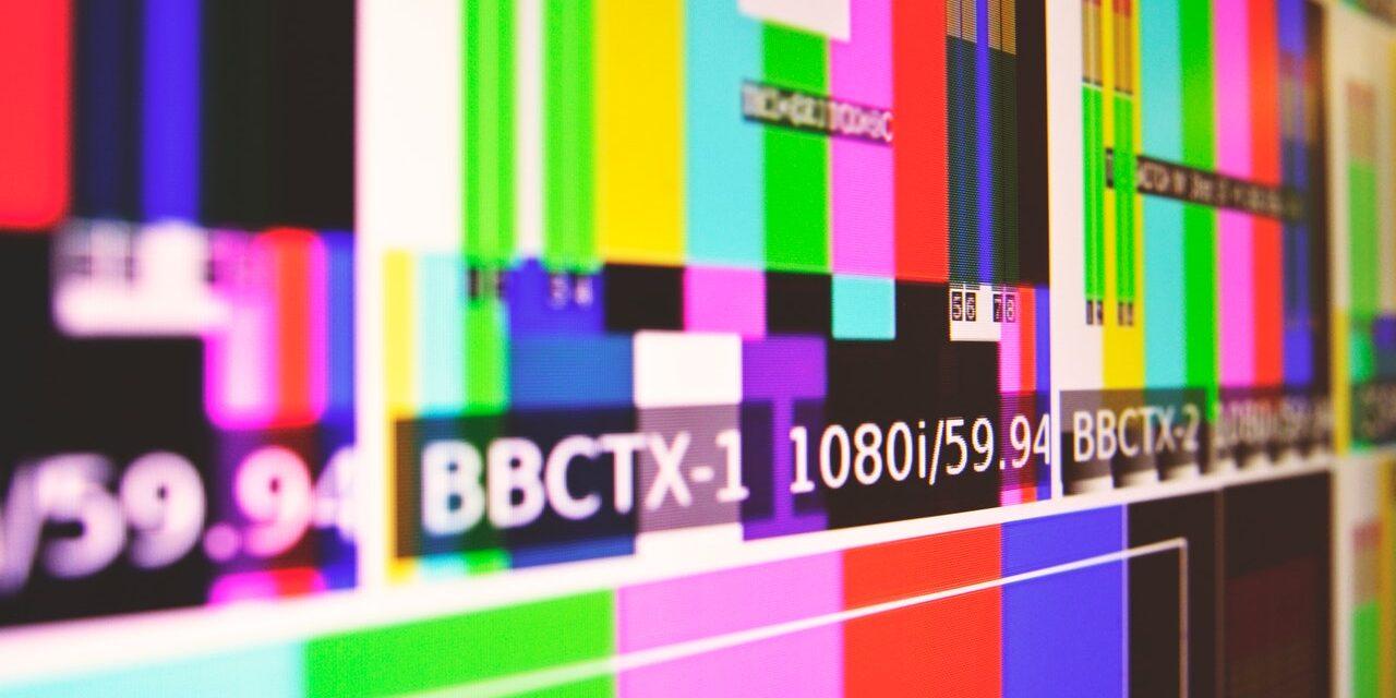Eri värisiä raitoja täynnä oleva kuva, joka näkyy televisiossa silloin, kun kanavalta ei tule ohjelmaa.